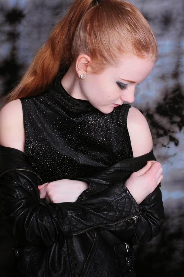 Silvester Outfit und Makeup - Blog Modeblog Fashion Lederjacke Glitzer Kleid Hohe Schuhe Litas