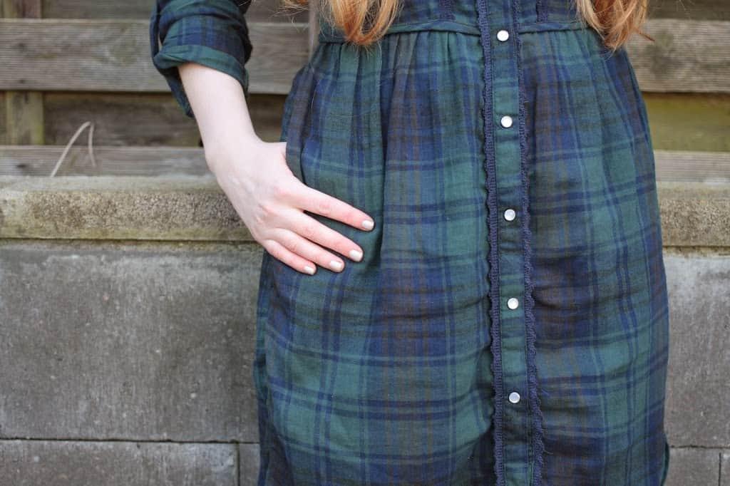 Floral Fascination Deutscher Modeblog Fashionblog das perfekte Herbstoutfit Mantel Grün Trend Tarten Herbstfarben rote lange Haare Herbstyp Primark