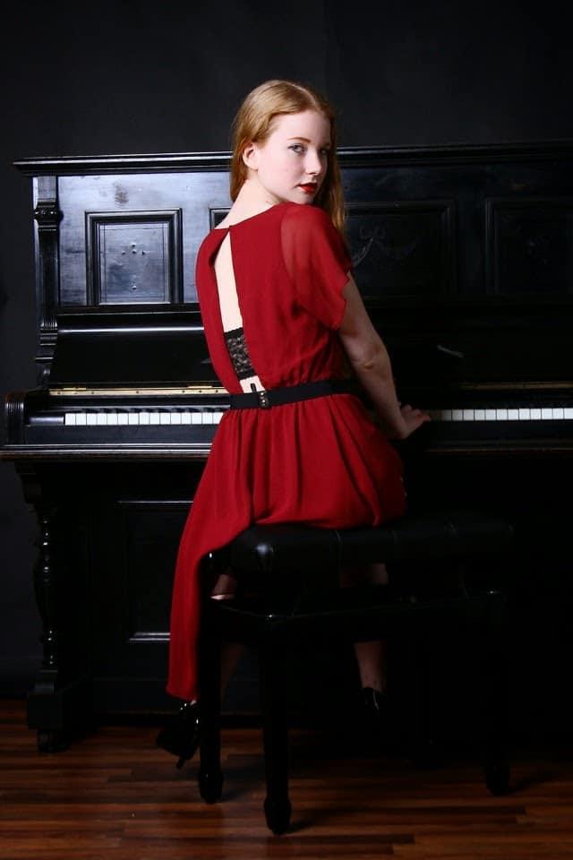 Sexy Valentinstag Outfit Rückenfrei Rot Floral Fascination deutscher Modeblog