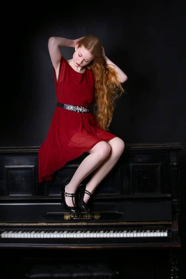 Süßes Valentinstagsoutfit in rot elegant Blogger Deutscher Modeblog