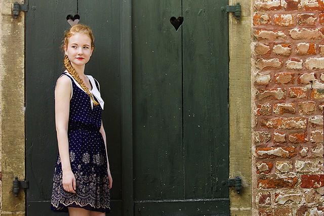 Outfit Sommer Herbst 2015 Preppy Dunkelblau Gossip Girl Fischgrätenzopf