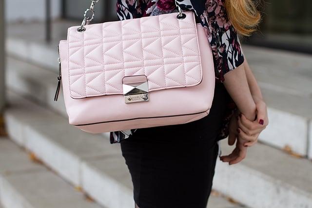 Herbst Winter Outfit Trend 2015 Kimono Schwarz Zara Sneaker Karl Lagerfeld