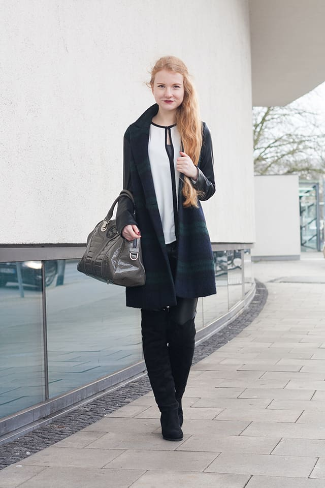 {Outfit} Leather Pants, Overknees, Coat!