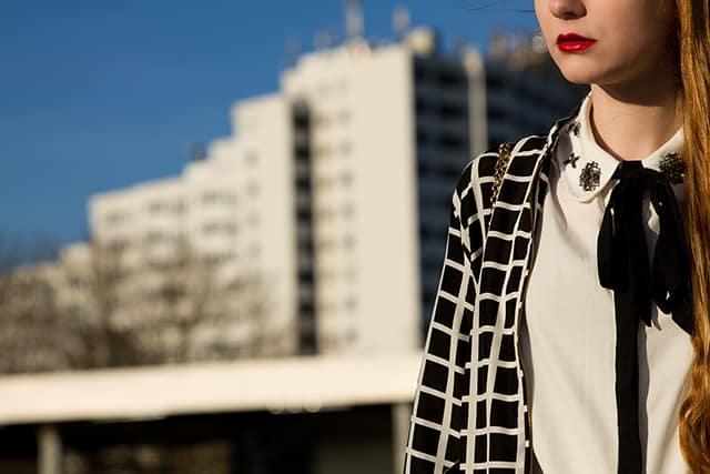 Frühlingstrend Bomberjacke Outfit Schwarz Weiß Große Karos Modeblogger Oldenburg-