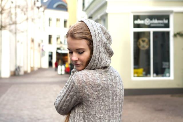 Outfit Frühling Materialmix Strick Spitze Leder