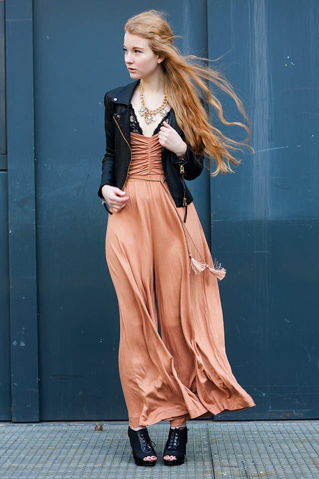 Outfit Overall Palazzohosen rockig kombinieren Frühling