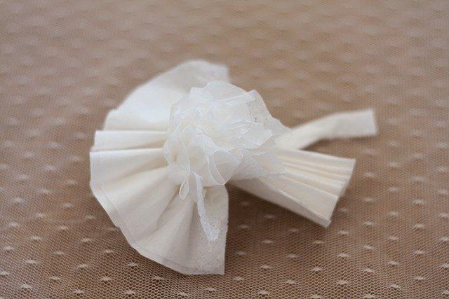 DIY Last Minute Muttertags Tischdeko Taschentuch Blüten