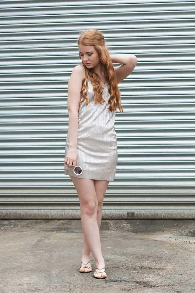 Sommer Outfit Slip Dress Metallic Silber