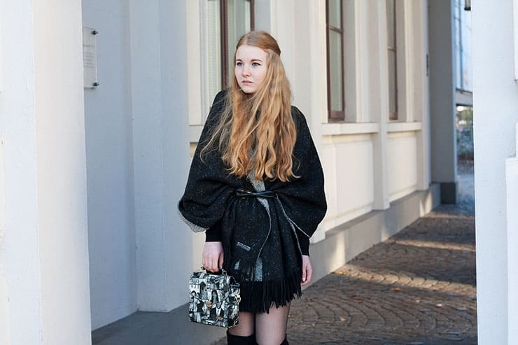outfit-xxl-schal-als-cape-all-black