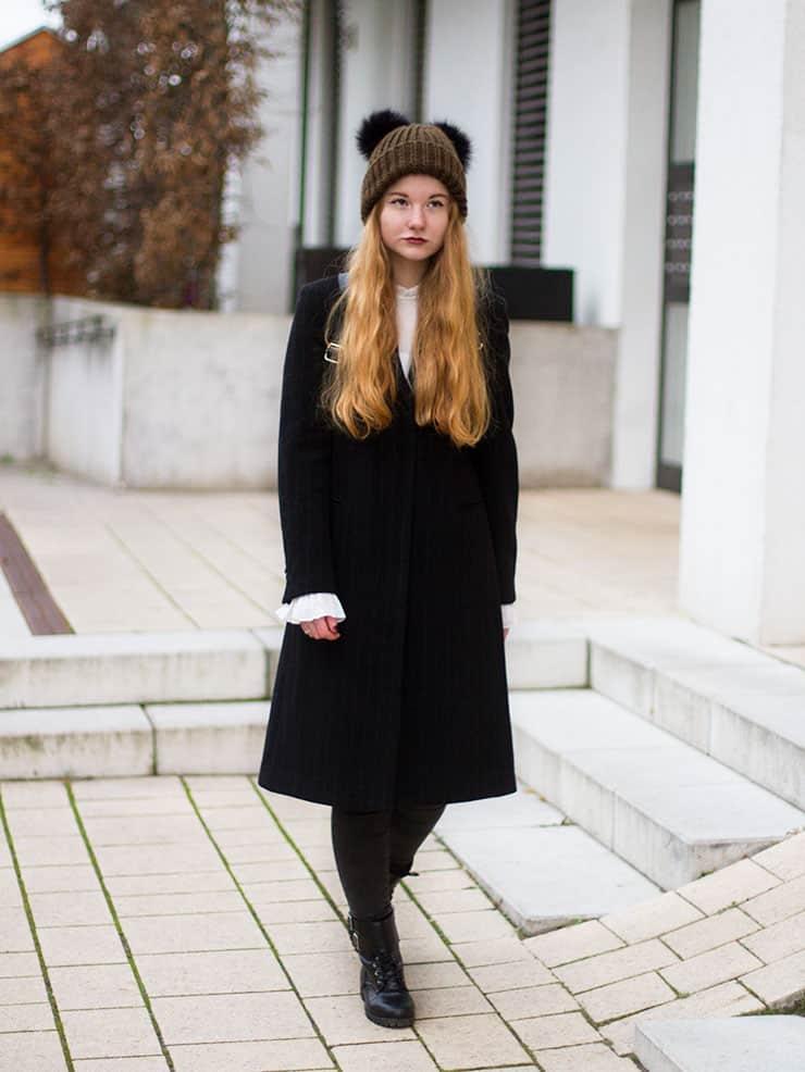 Winter Outfit Bommelmütze Glockenärmel Bluse H&M Vintage Nadelstreifen Mantel