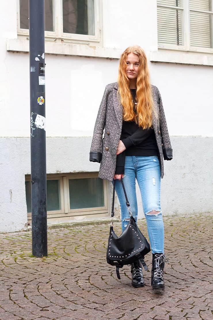 Alltagsoutfit Frühling Jeans Mantel Zara Lack Boots