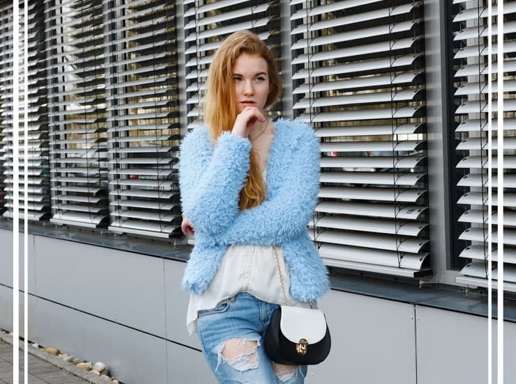 Outfit Frühling Blaue Fake Fur Jacke Destroyed Jeans Zara Bergsteiger Heels Modeblog Oldenburg