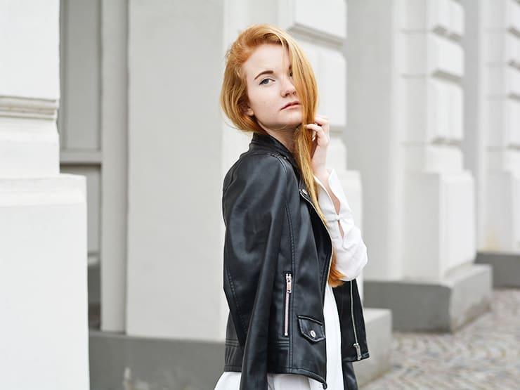 Outfit Weißes Sommerkleid Schnürung Lederjacke Modeblog Oldenburg