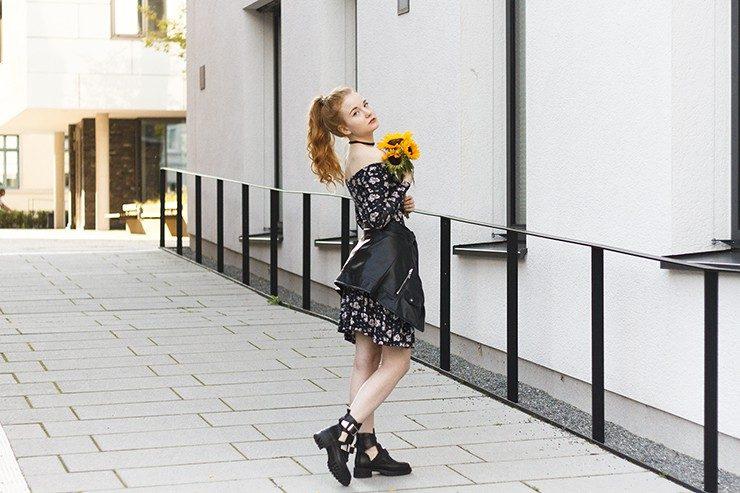 Cutout Boots kombinieren Sommer Kleid Lederjacke