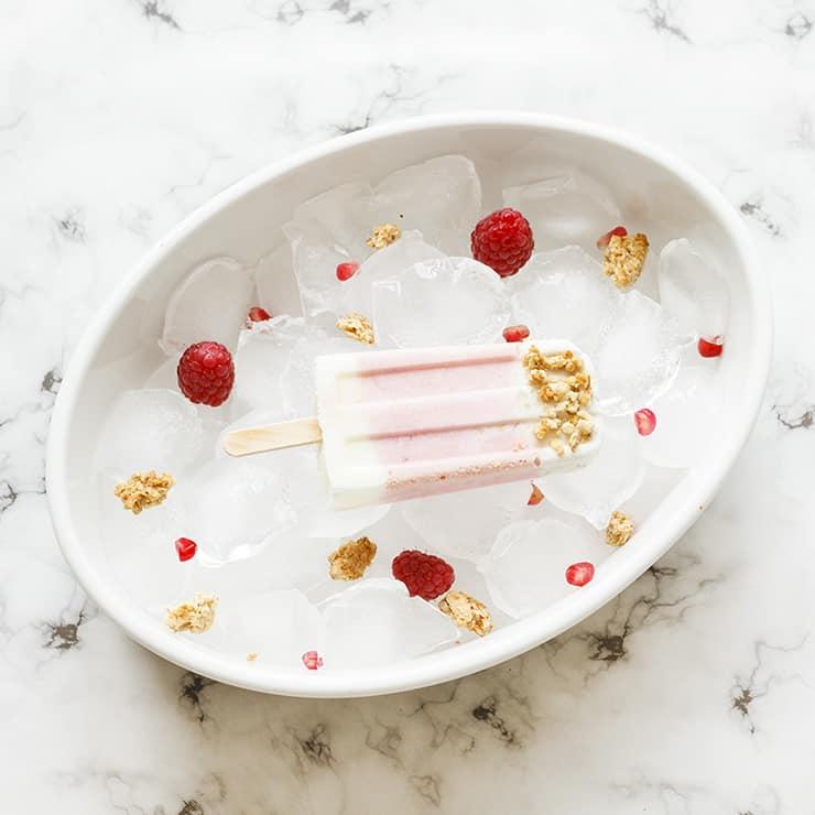 Gesundes Eis Rezept ohne Eismaschine Frühstück Popsicles Joghurt Beeren Granola