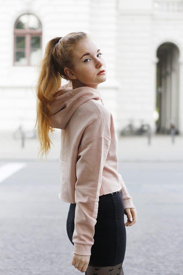 Cropped Hoodie Outfit + Die schönsten Kapuzenpullover zum