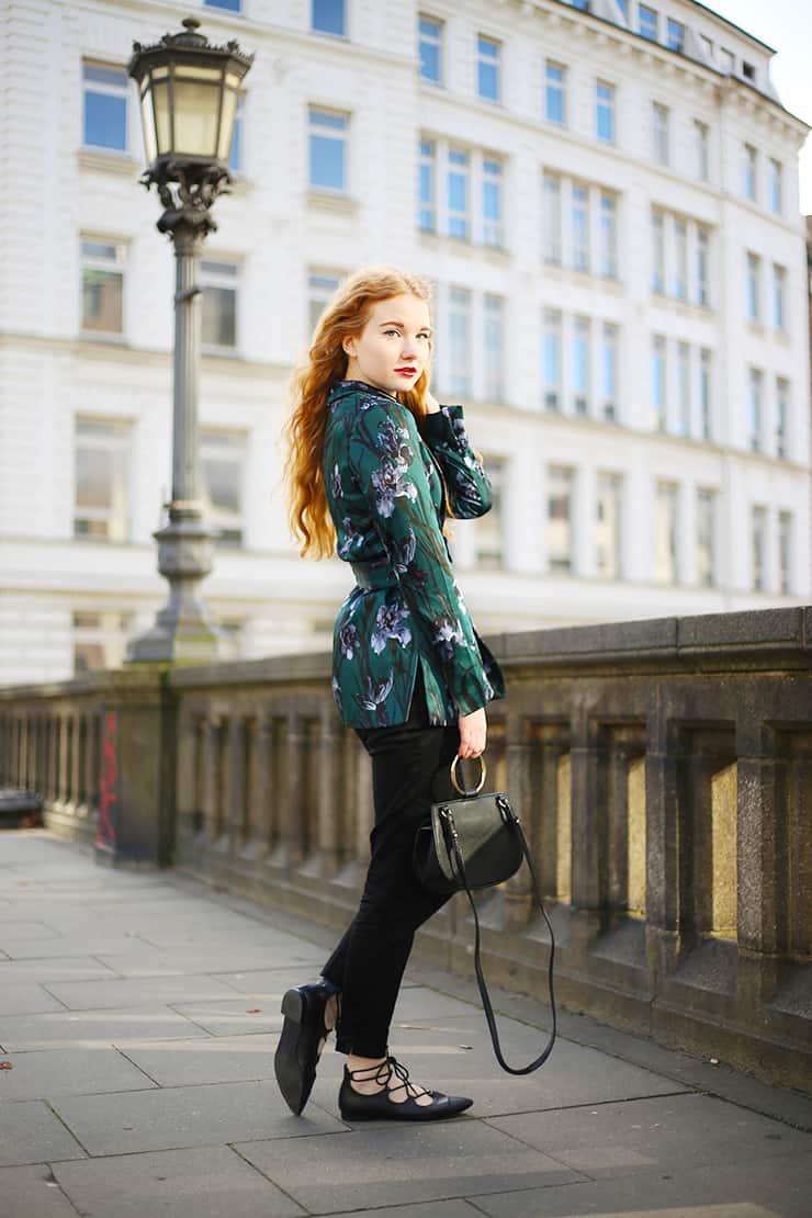 Fee Schoenwald Modeblog Oldenburg rote Haare Business Büro Outfit dunkelgrün