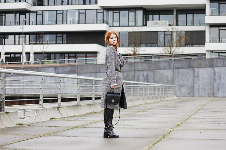 Fee Schoenwald Modeblog Oldenburg Winter Outfit Karo Mantel Moschino Gürtel Chloe Lookalike Tasche